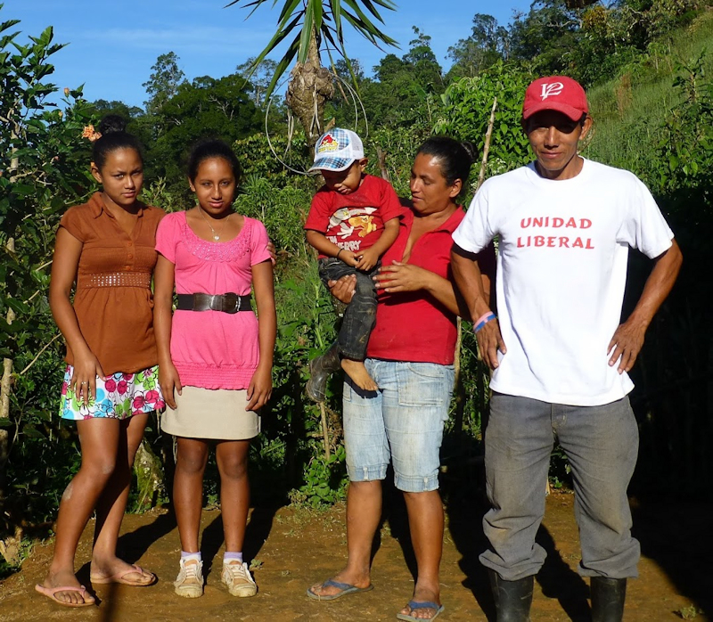 Forvalteren José og hans familie på Finca El|Doradito.